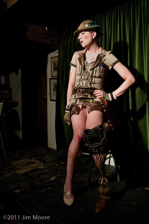 Bathtub Jen performs at 'tinydangerousfun