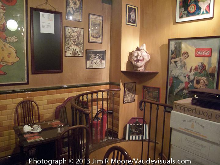 Corner artifacts at The Clown Bar
