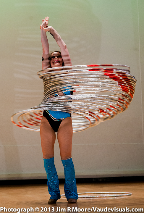 Irene Burdetsky performing at JUGGLE THIS.