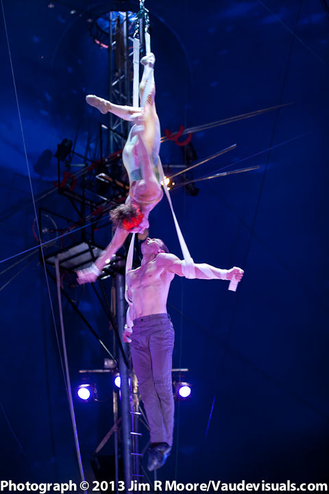Duo Ardeo perform amazing physical feats.