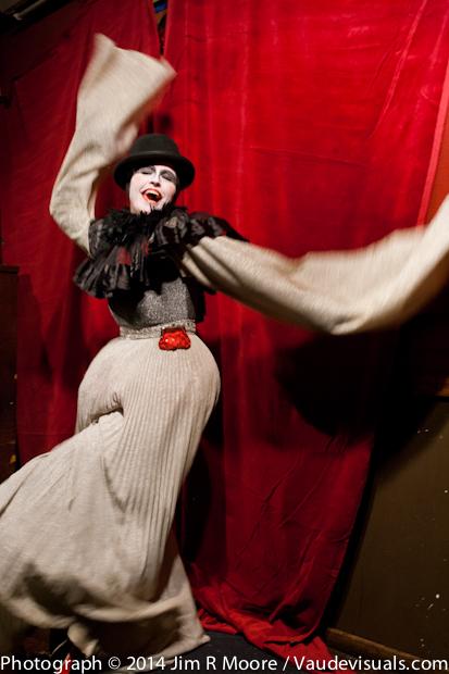 Pearl the Mime performs at tinydangerusfun.