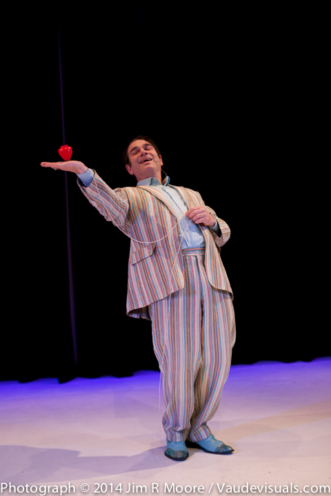 Keith Nelson performs with the Yoyo.
