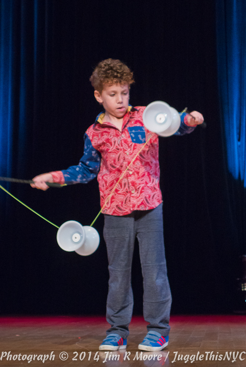 Imri Rom performing at Juggle This